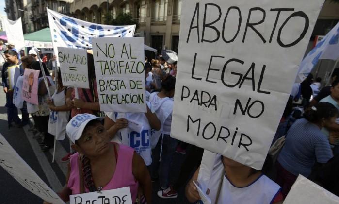 75531997_Women-demand-the-decriminalization-of-abortion-during-a-demonstration-marking-the-Internati
